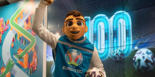 Маскот Евро-2020 и кубок чемпионата, впервые в Россию попавший в 1960-м.