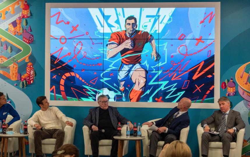 """В комиксе с Дзюбой, представленном оргомитетом, есть и эпизод о его первом тренере. Фото Святослав Акимов, """"Metro"""""""