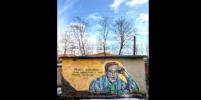 Юрий Никулин украсил двор на юге Петербурга: что еще изображено на граффити