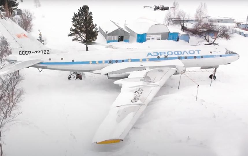 Списанный в 1978 году самолёт восстанавливают на территории авиационно-спортивного клуба Бердска. Фото СКРИНШОТ ИЗ ВИДЕО НА YOUTUBE / MARIA KARMANOVA