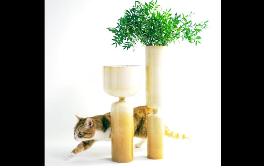 Эти двухсторонние вазы можно переворачивать «с ног на голову» и менять интерьер одним движением. Фото instagram.com@biskuitceramics
