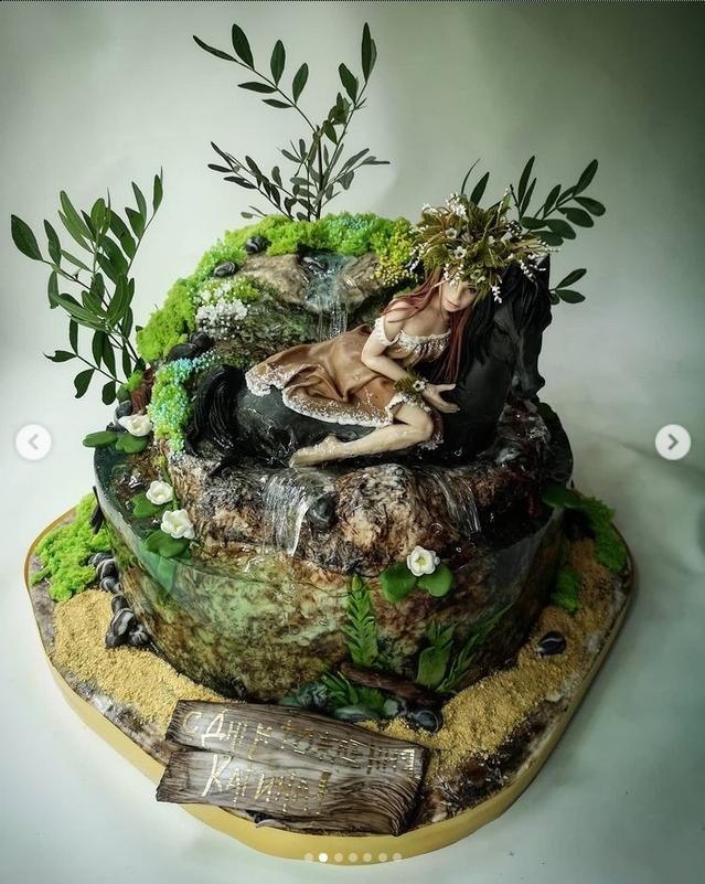Занимается сладким искусством Татьяна около 10 лет. В её портфолио самые разнообразные торты. Фото Скриншот Instagram: @holodtsova.tort