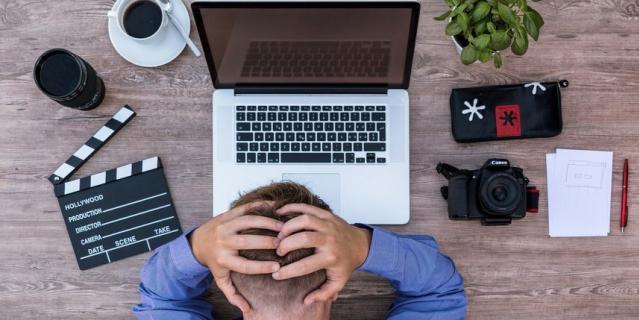 Проблемы в офисе воспринимаются трудоголиками как личные трагедии.