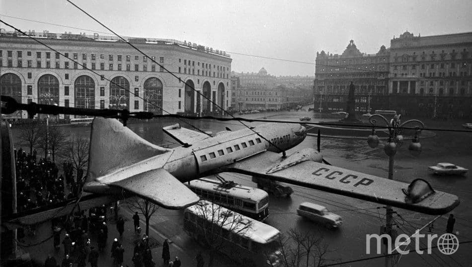 Николай Рахманов, «Площадь Дзержинского, реклама касс «Аэрофлота», 1959 год. Фото Коллекция музея Москвы.