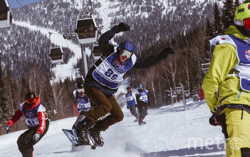 Соревнования в необычном формате прошли в России во второй раз. В начале марта гонка лыжников и сноубордистов состоялась в Сочи. Фото redbullcontentpool