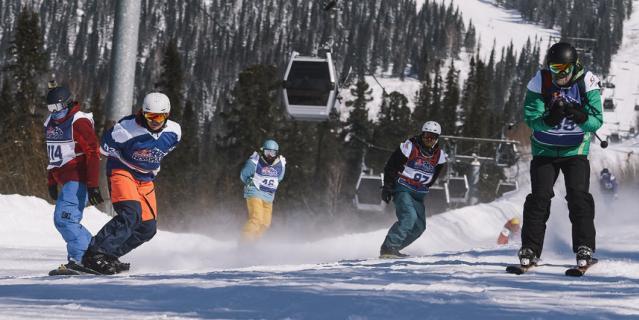 Соревнования в необычном формате прошли в России во второй раз. В начале марта гонка лыжников и сноубордистов состоялась в Сочи.