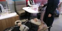 Пенсионерка была доставлена в банк на носилках: что заставило женщину добираться туда в горизонтальном положении