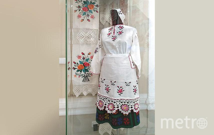 Представленные на выставке предметы являются ярким продолжением многовековых традиций народного ткачества и вышивки. Они отражают основные веяния эпохи, сохраняя древний символизм. Фото Олеся Дамм