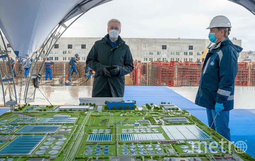 """В ходе осмотра итогов реализации первого этапа градоначальник заявил, что одна из самых важных частей работы коммунальщиков, хоть порой и невидимая, – это очистные сооружения. Фото агентство """"Москва"""""""