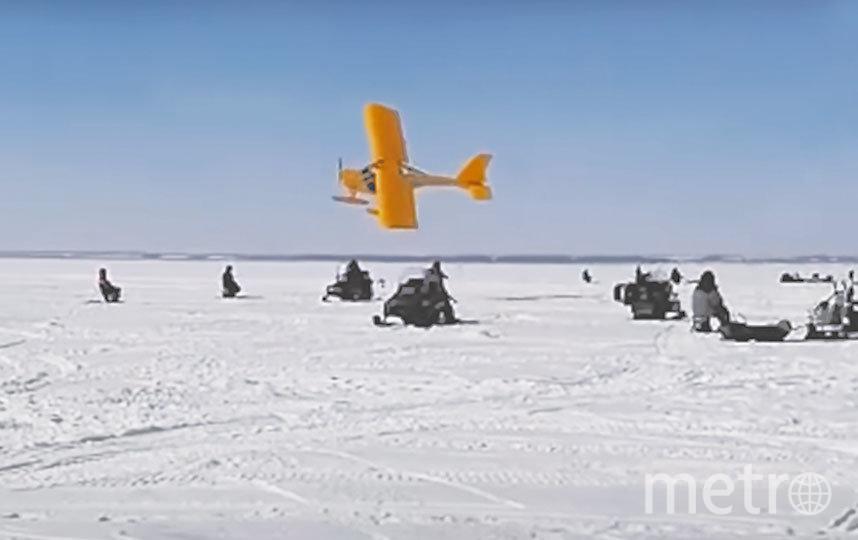 На видео самолёт пролетает буквально сквозь ряды рыбаков. Фото СКРИНШОТ ИЗ ВИДЕО НА YOUTUBE / ИСТОРИИ ИЗ РОССИИ