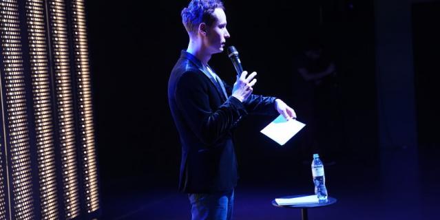 Виталий Щанников на сцене.