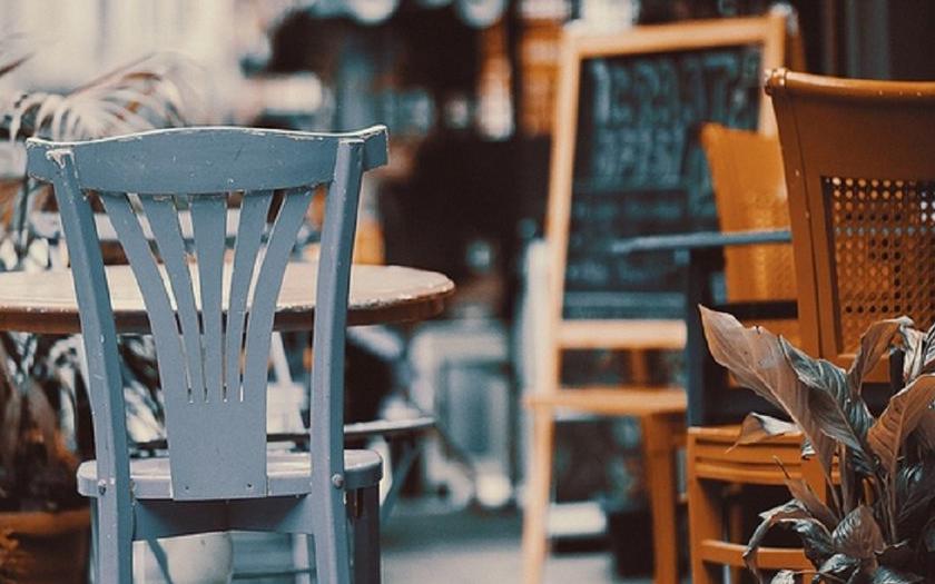 В этом году выносные столики можно будет размещать в период с 1 мая по 15 октября. Фото Pixabay.