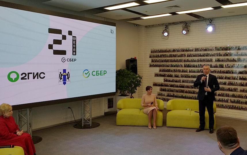 Губернатор Андрей открыл пресс-конференцию и пожелал удачи новому проекту. Фото Олеся Дамм
