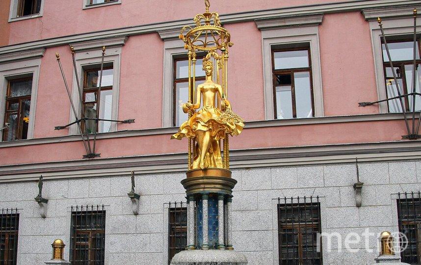 В центре скульптурной композиции установлена позолоченная скульптура принцессы Турандот. Фото mos.ru