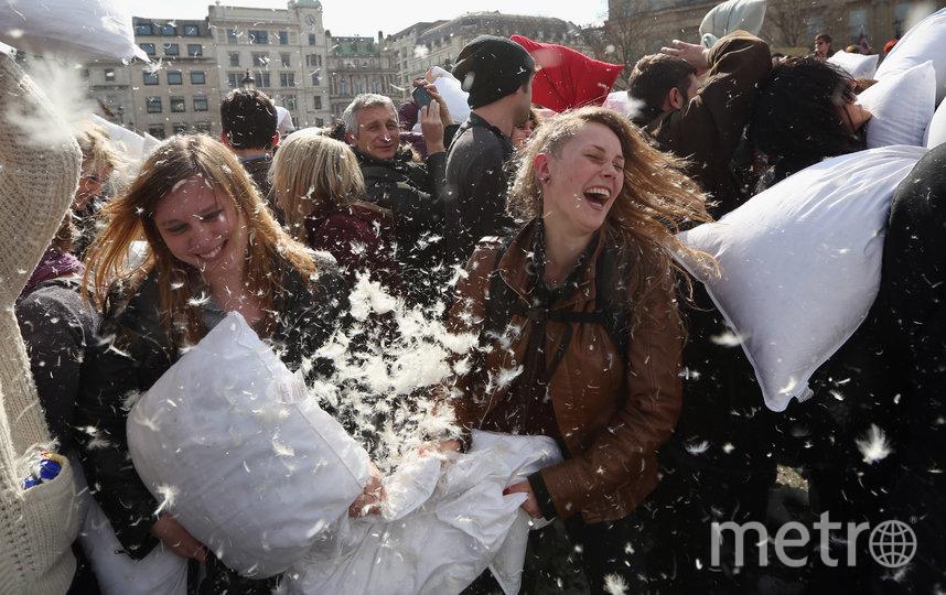 Битва подушками снимет стресс. Фото Getty, Getty