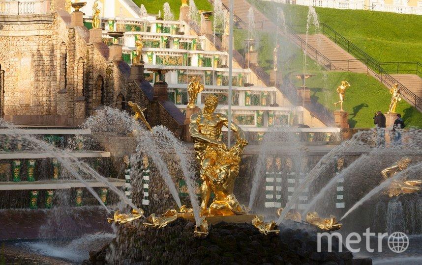 """Фонтанная группа """"Самсон, разрывающий пасть лва"""". Фото peterhofmuseum.ru"""