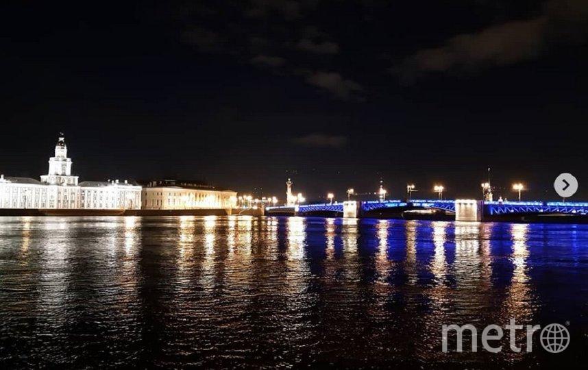 Синим цветом загорелись все 600 светильников на мосту. Фото instagram.com/olga_sundukova_81.