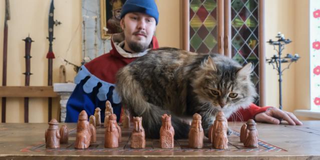 Когда грациозная Дульсинея играет в шахматы, ни одна фигура не падает с доски.