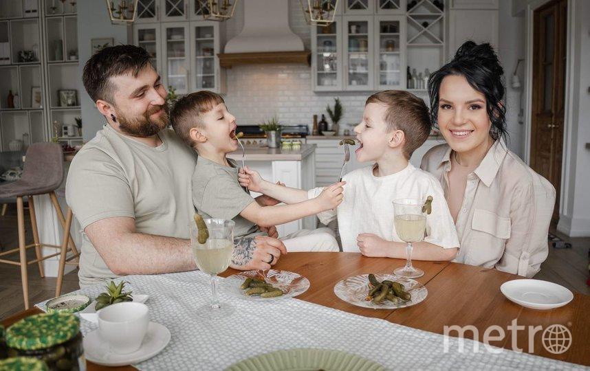 Маргарита Грачёва и её семья. Фото Антон Халитов/@Instagram/anton.cameraman