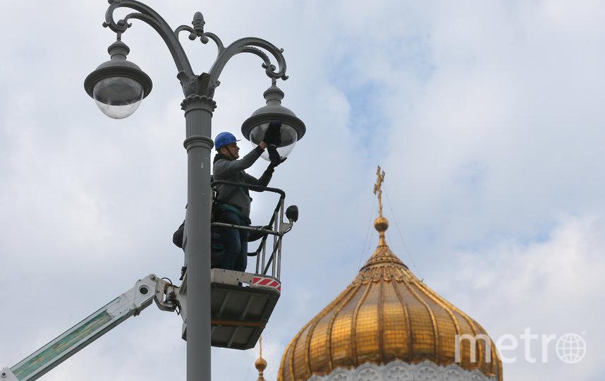 Корреспондент Metro тщательно протёр оба фонарных светильника. Фото Василий Кузьмичёнок
