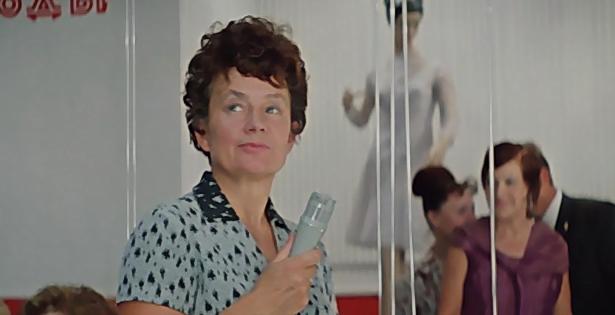 """Серафима Холина в фильме """"Бриллиатовая рука"""". Фото Скриншот из фильма."""
