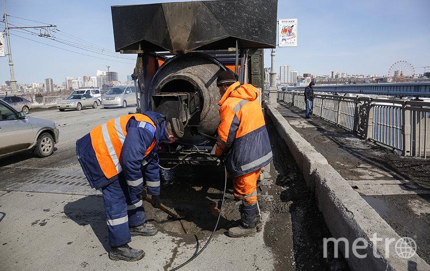 Основная задача – до майских праздников привести в нормальное состояние городские дороги. Фото пресс-служба Совета депутатов города Новосибирска