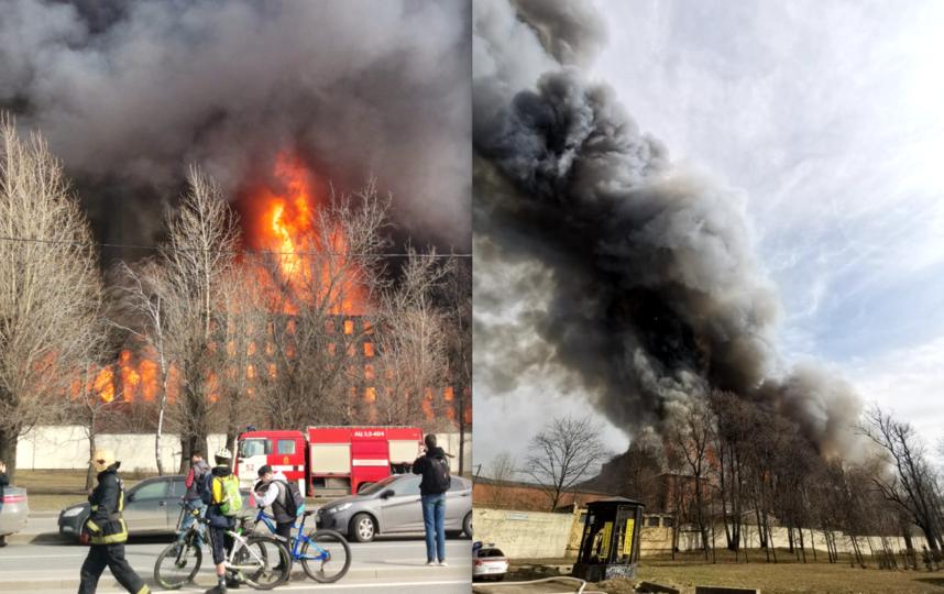 """Огонь с здания фабрики перекинулся на соседние дома. Фото предоставлено Павлом Прокофьевым, """"Metro"""""""