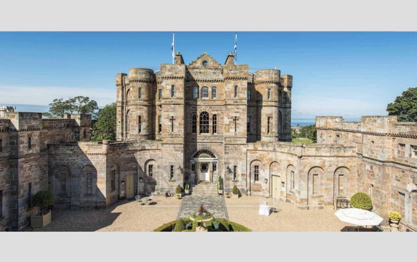 Замок в Шотландии. Фото HOMESOVERSEAS.RU