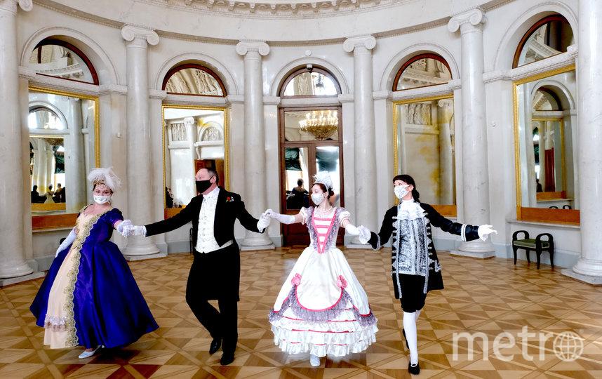 В Овальном зале проходят балы. Фото Алена Бобрович.