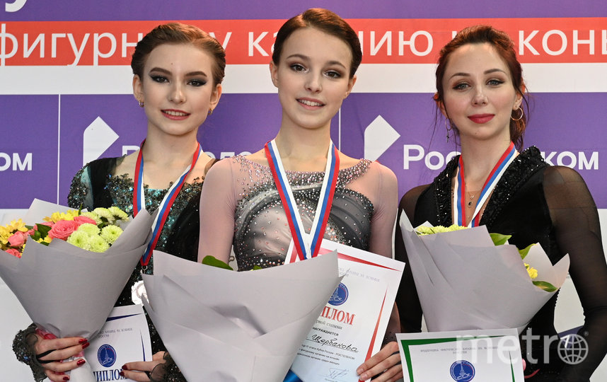 Ожидается, что Анна Щербакова (по центру) и Елизавета Туктамышева (справа) принесут в копилку сборной максимальное количество баллов. Фото Артур Лебедев, РИА Новости