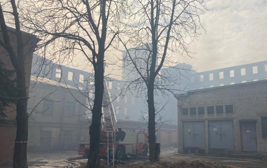 Возгорание в историческом здании Невской мануфактуры произошло 12 апреля. Фото kgiop.gov.spb.ru.