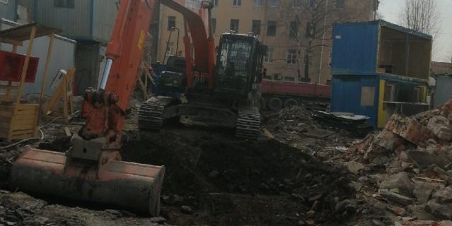 Активисты сообщили о сносе исторического здания, где суд остановил работы.