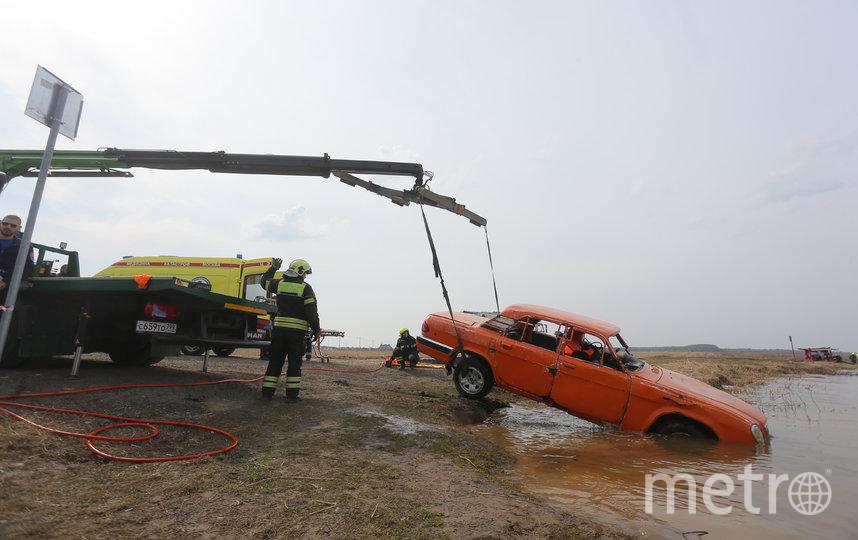 Достать автомобиль из водоёма оказалось делом нескольких минут. Фото Василий Кузьмичёнок