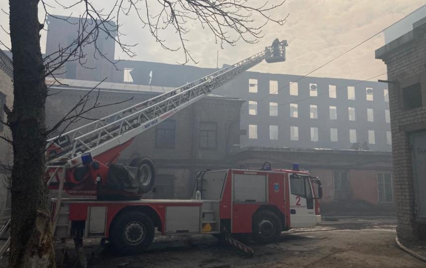 Двое пожарных остаются в тяжелом состоянии. Фото kgiop.gov.spb.ru.