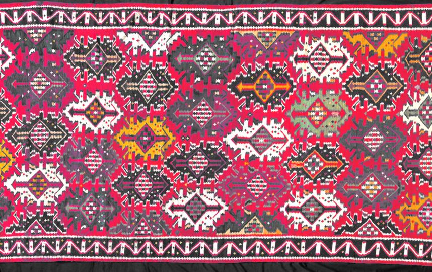 Азербайджанский ковёр – один из экспонатов выставки. Фото WWW.ethnomuseum.ru