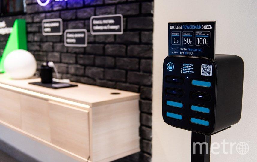 Абсолютное число клиентов (56%) выбирают зарядные устройства для гаджетов бренда Apple. Фото предоставлено компанией Tele2