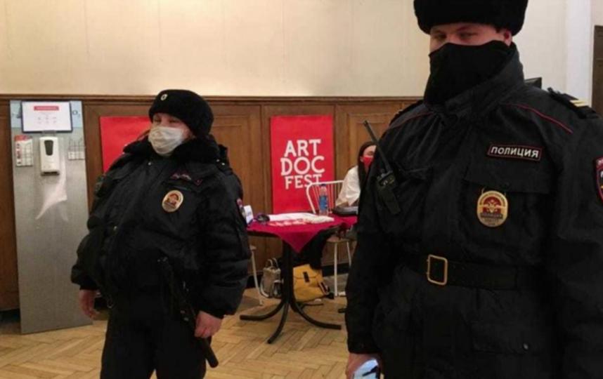 Накануне на открытие фестиваля пришла полиция и Роспотребнадзор. Фото facebook.com/artdocfestspb.