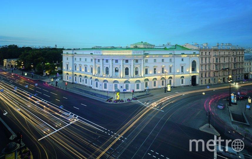 Корпус РНБ на площади Островского. Фото https://vk.com/publichka_spb