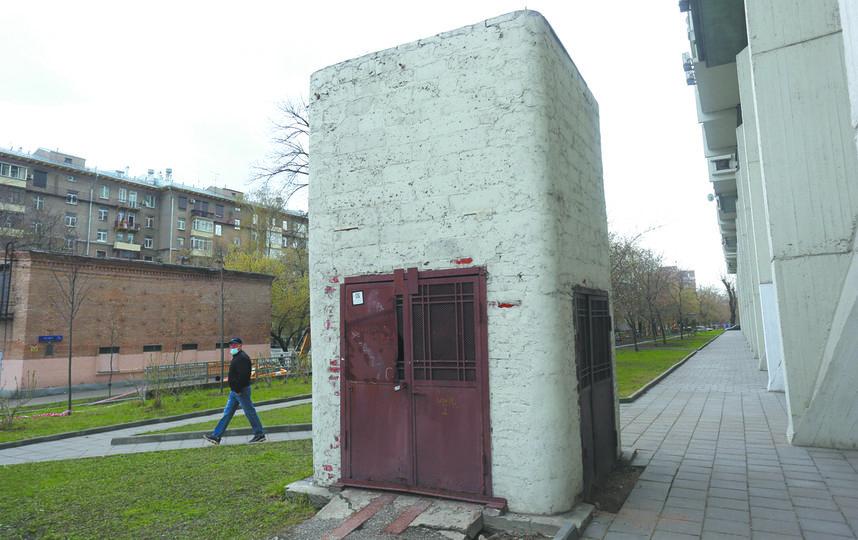 В этой башенке находится лифт, ведущий в подземелье. Фото Василий Кузьмичёнок