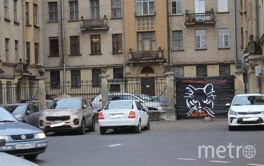 Однако рисунок не прожил долго, его быстро закрасили. Фото vk.com/mytndvor.