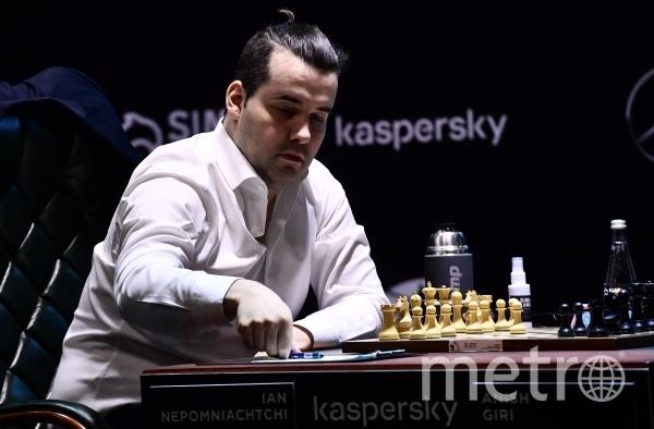 Ян Непомнящий во время партии 8-го тура Турнира претендентов против голландца Аниша Гири. Фото Павел Лисицын, РИА Новости