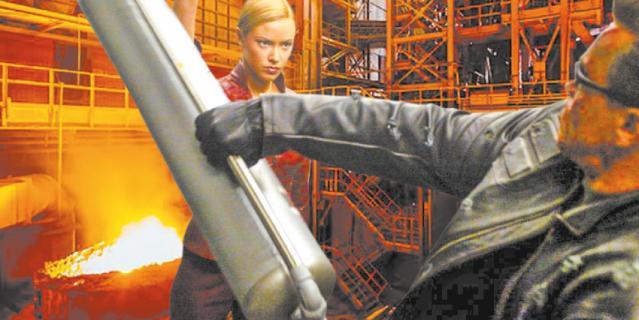 Челябинск. Суровый Терминатор требует повышения зарплаты.