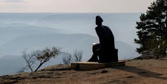 Скульптура М.Ю. Лермонтова в Национальном парке Кисловодска.