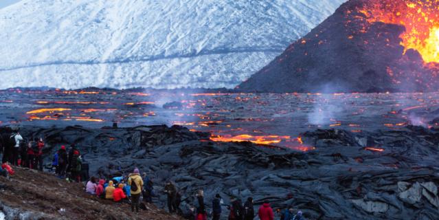 Власти Исландии уверяют: пока вулкан абсолютно безопасен для людей.