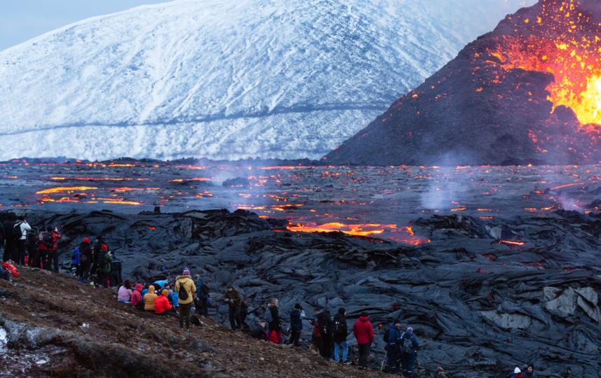 Власти Исландии уверяют: пока вулкан абсолютно безопасен для людей. Фото Getty