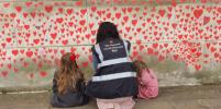 Стена в Лондоне напоминает о погибших во время пандемии