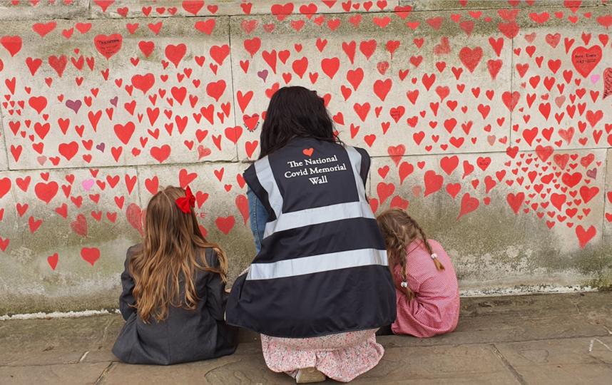 Мемориал посвящен жертвам пандемии COVID-19. Фото предоставлены организаторами The National Covid Memorial Wall