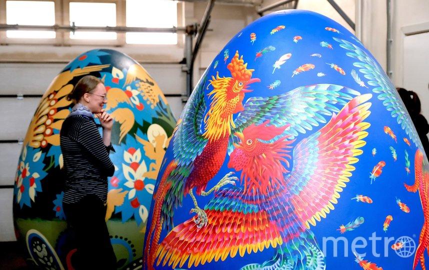 """Гигантские яйца установят на специальные подиумы. Фото Алена Бобрович., """"Metro"""""""