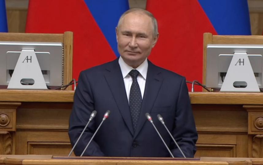 Путин подписал закон о штрафах за материалы СМИ-иноагентов без маркировки. Фото kremlin.ru.