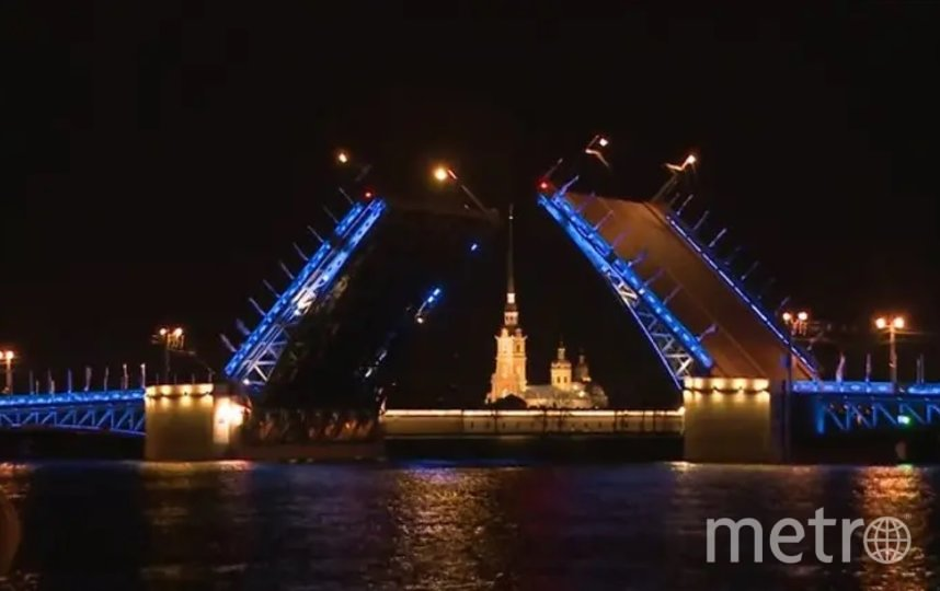 В майские праздники Дворцовый мост украсит красочная иллюминация. Фото официальный сайт правительства Петербурга.